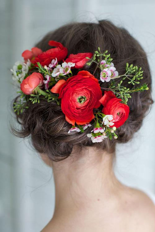 acconciatura sposa, fiori tra i capelli, sposa