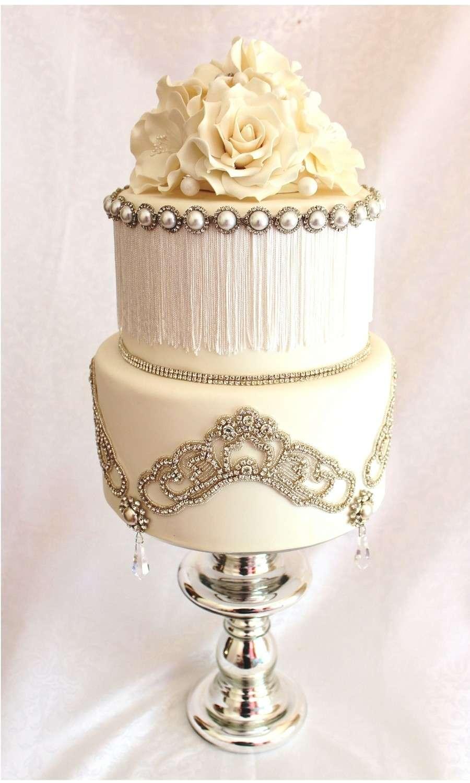 torta-gioiello-con-rose-bianche