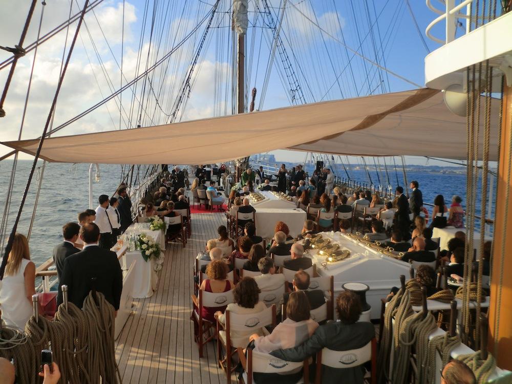 Matrimonio In Yacht : Matrimonio luoghi inusuali o bizzarri in cui sposarsi