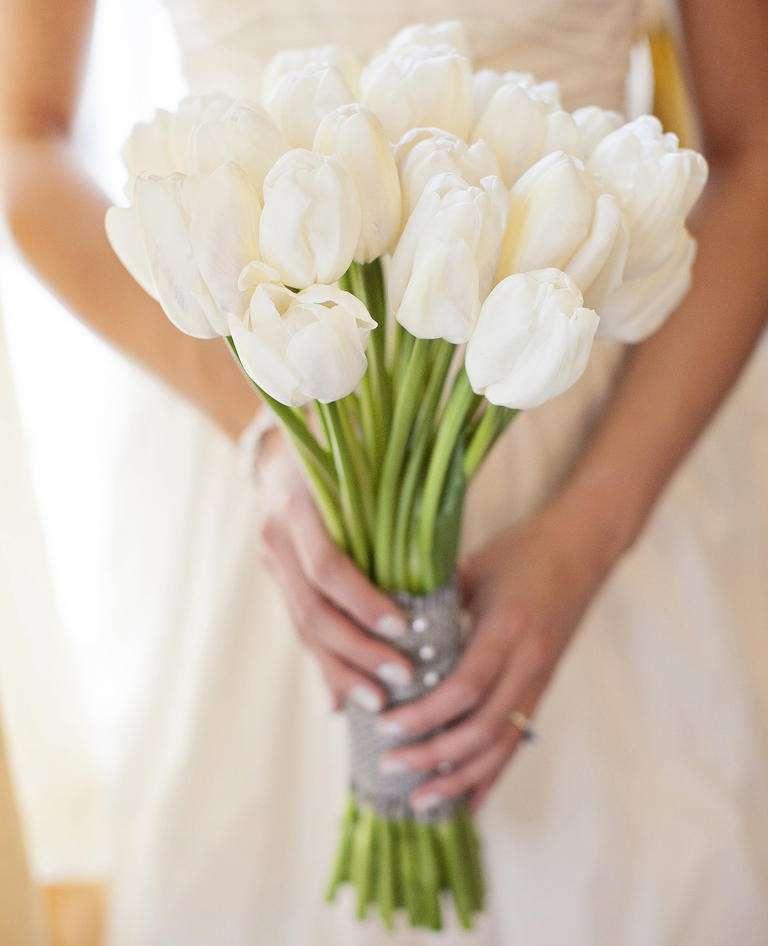 bouquet-con-tulipani-bianchi