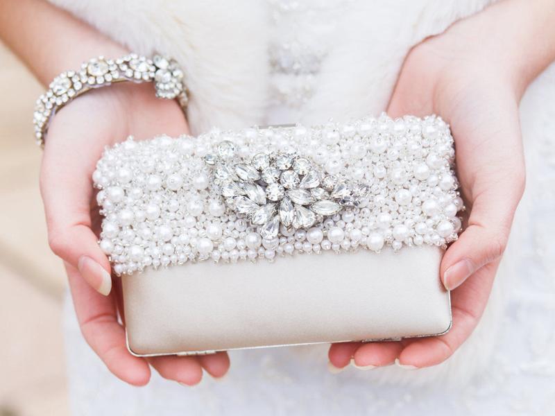 La clutch per la sposa, vezzosa, divertente e assolutamente glam!