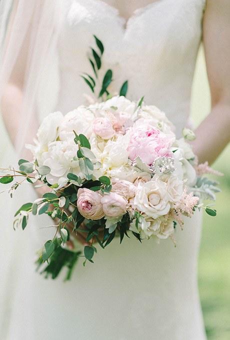 2016_bridescom-Editorial_Images-05-Peony-Wedding-Bouquets-large-14-Peony-Bouquet-Refresh-Elizabeth-Fogarty